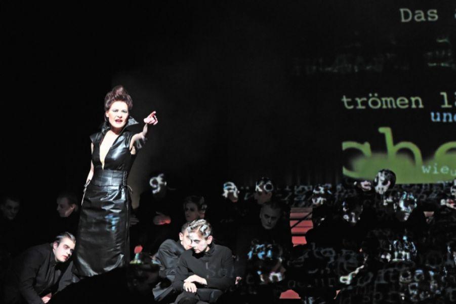 Rita-Lucia Schneider - mezzo soprano in MESSA DA REQUIEM (Theater Ulm)